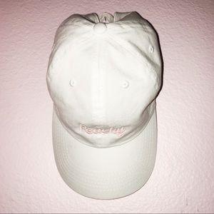 BRANDY MELVILLE: PEACHY WHITE HAT